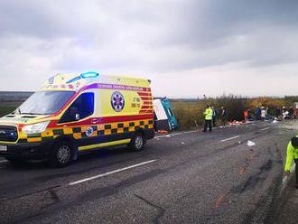 Nehoda autobusu s nákladným autom pri Nitre: Najmenej 13 mŕtvych