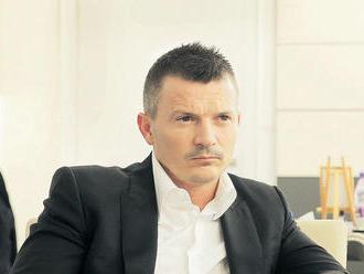 Poslanec Smeru Petrák nevie vysvetliť Počiatkovu vetu z nahrávky s Trnkom