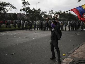 Počas protestov v Kolumbii zahynuli najmenej traja ľudia