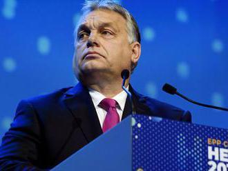 Maďarská opozícia ustupuje od narúšania poriadku v parlamente, napísal denník Népszava