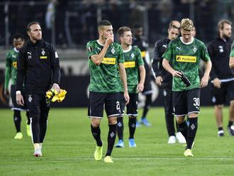 Mönchengladbach potvrdil post lídra, Bénes prihral na gól a zranil sa