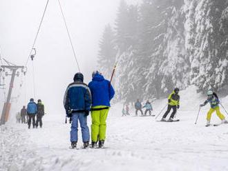Zahájení lyžařské sezony v Česku si nenechaly ujít stovky lidí