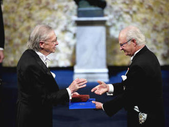 Kontroverzní Rakušan Handke převzal Nobelovu cenu za literaturu