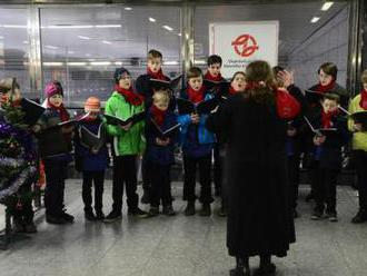 Cestující v metru si dnes znovu mohou poslechnout živou hudbu