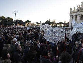 V Ríme demonštrovali proti Salviniho Lige Severu desaťtisíce ľudí