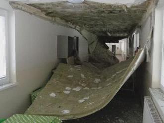 V levickej škôlke, ktorú iba nedávno zrekonštruovali, sa zrútil strop
