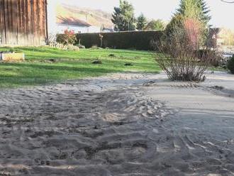 Obce na Liptove majú v záhradách stále tony nebezpečných kalov. Nikto nevie, čo bude nasledovať