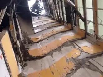 Unikátne zábery zvnútra bytovky: Takto zmizlo celé schodisko