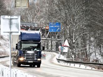 Diaľnice i horské priechody sú zjazdné, na niektorých úsekoch je utlačený sneh