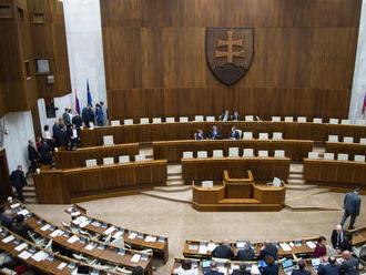 SNS a Most veria, že nejakých kandidátov na sudcov ÚS poslanci zvolia
