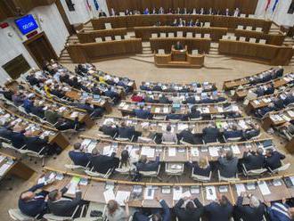 Opakovaná voľba kandidátov na sudcov ÚS sa presúva na podvečer