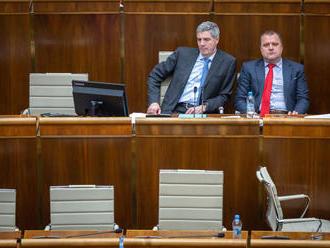 Smer o Ústavnom súde rokoval s kotlebovcami, Most-Híd žiada verejnú voľbu sudcov