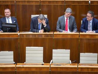 Koalícia voľbu ústavných sudcov opäť odsúva, hovoria o dohode do večera