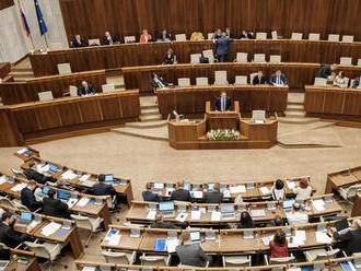 Parlamentné voľby by podľa prieskumu vyhral Smer pred SaS a Sme rodina
