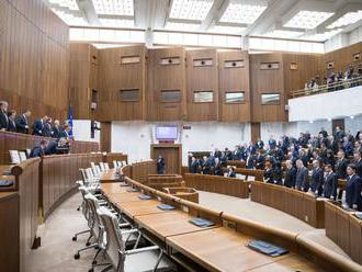 Bugárovci chcú vylúčiť špekulácie o ĽSNS, podporia verejnú voľbu