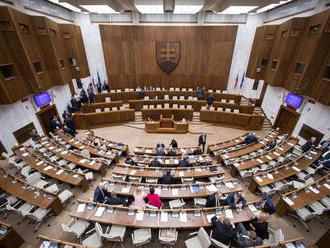 Poslanci majú druhý pokus, čaká ich opakovaná voľba kandidátov