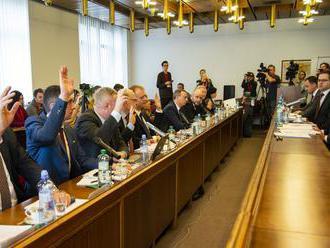 Opakovaná voľba by mala byť verejná, odporučil výbor poslancom