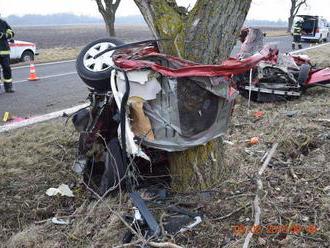 Silný náraz, auto na šrot: Štefan   a Zoltán   boli na mieste mŕtvi, mrazivé FOTO tragédie