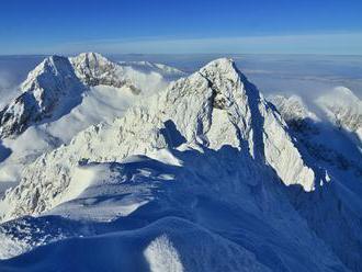 Varovanie horskej služby pred zlým počasím, v Tatrách hrozí silný vietor a lavíny