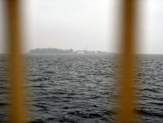 V Baltskom mori chystajú novodobý Alcatraz. Bude to väzenie pre migrantov