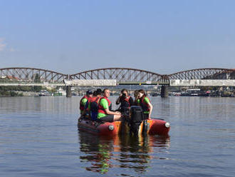 Greenpeace: Vzorky vody z Labe a Vltavy obsahovaly mikroplasty