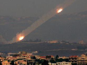 Izrael odpovedal náletmi na vypálenie rakiet na Tel Aviv