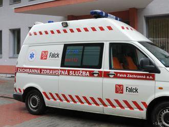 Záchranári zasahovali vo volebných miestnostiach, jeden pacient zomrel