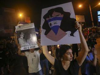 Nikaragujská polícia zatkla vyše 100 ľudí, ktorí chceli protestovať