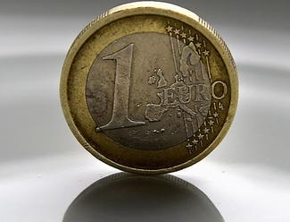 Deutsche Bank a Commerzbank rokujú o možnej fúzii