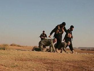 Džihádisti zaútočili na vojenskú základňu a zabili 15 ľudí
