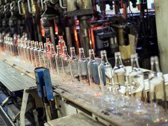 Na evropském nedostatku lahví vydělávají čeští skláři. Jejich kapacity jedou na plno