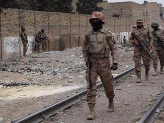Vo vlaku v Pakistane vybuchla bomba, hlásia obete