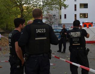 Nemecká polícia dostala hlásenie o prestrojených mužoch s mečom