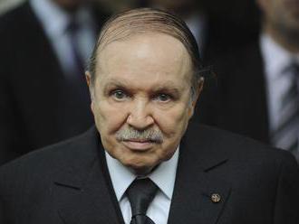 Odstúpenie alžírskeho prezidenta Butefliku žiada aj hlavná islamská strana