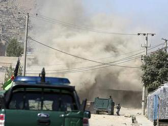 Útoky Talibanu na stanovištia bezpečnostných síl v Afganistane neprežilo 22 ľudí