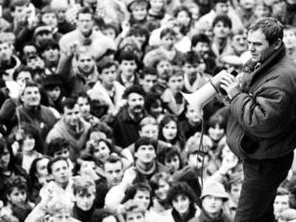 O podávaní rúk pri výročí Nežnej revolúcie