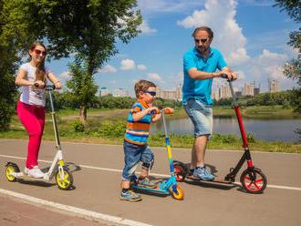 Športujte scelou rodinou – kolieskové korčule alebo kolobežka?