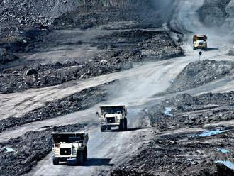 Uhlí dochází dech, ceny míří dolů