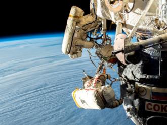 Co způsobilo díru v plášti Sojuzu? Záhada trvá, vyšetřování odpovědi nepřineslo