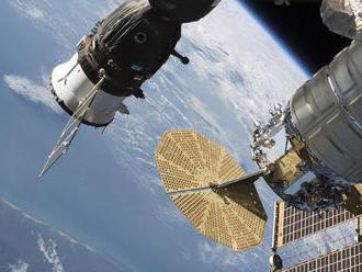 NAŽIVO: Astronauti pracujú mimo ISS, menia akumulátory