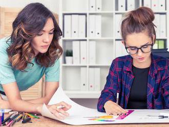 Ženy zarábajú menej, lebo sú na horšie platených pozíciách