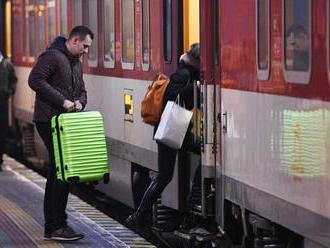 Cez víkend sa mení čas, ovplyvní aj vlakovú dopravu na Slovensku