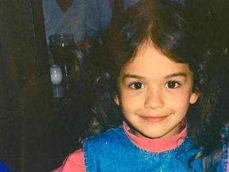 Spoznávate toto dievčatko? Dnes je z nej slávna megahviezda