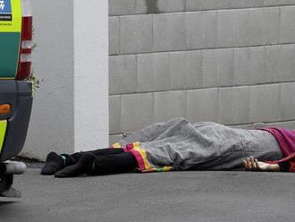 Teroristi útočili na Novom Zélande, v mešitách strieľali do veriacich