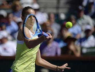 Vondroušová je ve čtvrtfinále, Plíšková podlehla Azarenkové