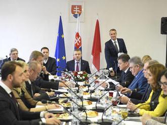 Vláda bude rokovať o vianočnom príspevku a audiovizuálnom priemysle