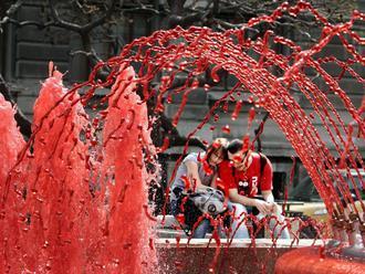 Počas Svetového dňa hemofílie sa rozsvietia budovy na červeno