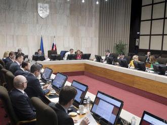 NAŽIVO: Brífingy po rokovaní vlády
