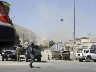 Rozhovory Kábulu s Talibanom sú ohrozené