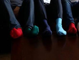 Červené ponožky pripomenú dôležitosť povedomia o srdcovom zlyhávaní